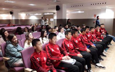 El alumnado de 4º de ESO realiza un día de intercambio lingüístico y cultural con el colegio chino 圣胡安博斯克学校