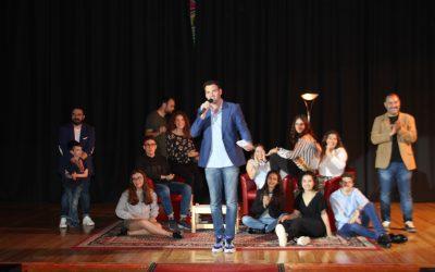 Famosos monologuistas de Valencia Comedy ofrecen un espectáculo de humor en el Colegio Salesiano San Juan Bosco de Valencia junto con alumnado del centro de la asignatura de Artes Escénicas